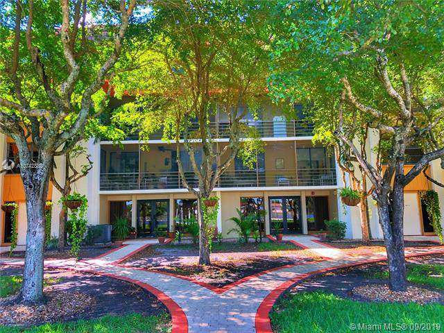 671 NE 195th St 315-E, Miami, FL 33179 (MLS #A10742880) :: The Riley Smith Group