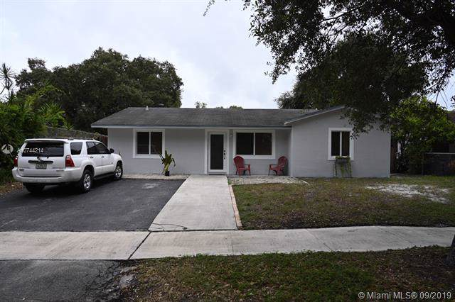 6440 Pershing St, Hollywood, FL 33024 (MLS #A10744214) :: Castelli Real Estate Services