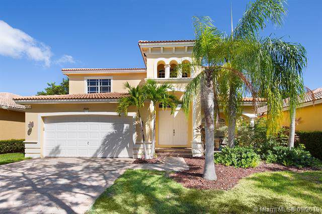 9093 SW 206th St, Cutler Bay, FL 33189 (MLS #A10744298) :: RE/MAX Presidential Real Estate Group