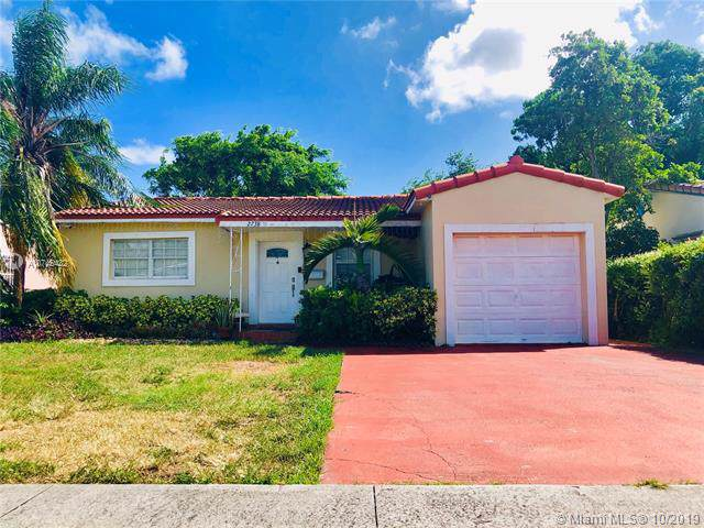 2738 Madison St, Hollywood, FL 33020 (MLS #A10745432) :: Laurie Finkelstein Reader Team
