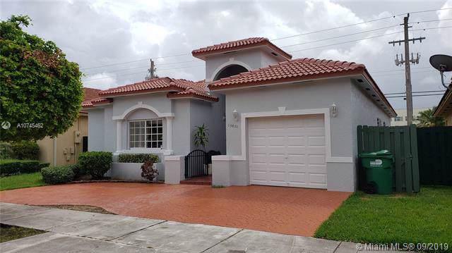 15832 SW 55th Ter, Miami, FL 33185 (MLS #A10745462) :: Grove Properties