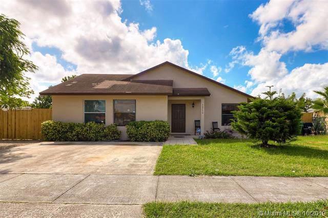 30230 SW 160th Ave, Homestead, FL 33033 (MLS #A10746036) :: Berkshire Hathaway HomeServices EWM Realty