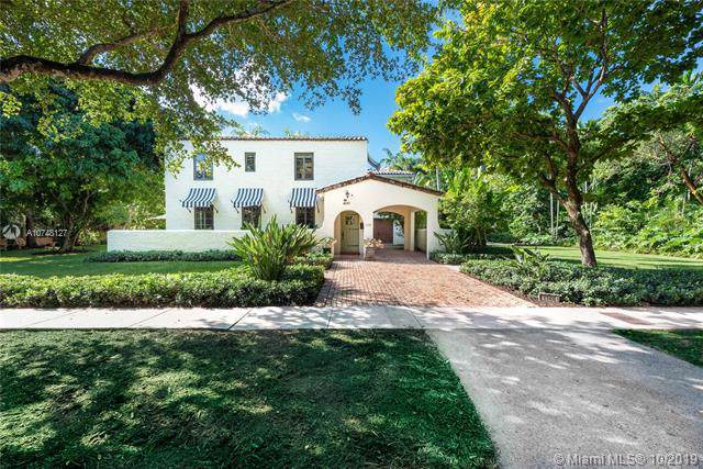 1140 Asturia Ave, Coral Gables, FL 33134 (MLS #A10748127) :: The Jack Coden Group