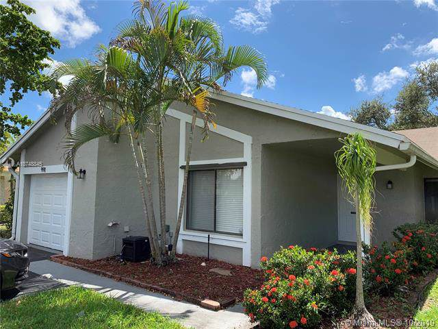991 NW 89th Ave, Plantation, FL 33324 (MLS #A10748845) :: Grove Properties