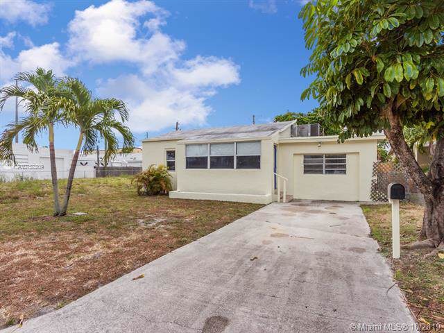 2118 Harding St, Hollywood, FL 33020 (MLS #A10750209) :: Ray De Leon with One Sotheby's International Realty