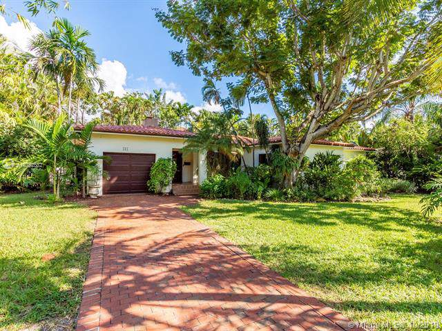 321 Manor Pl, Coral Gables, FL 33133 (MLS #A10752582) :: Ray De Leon with One Sotheby's International Realty