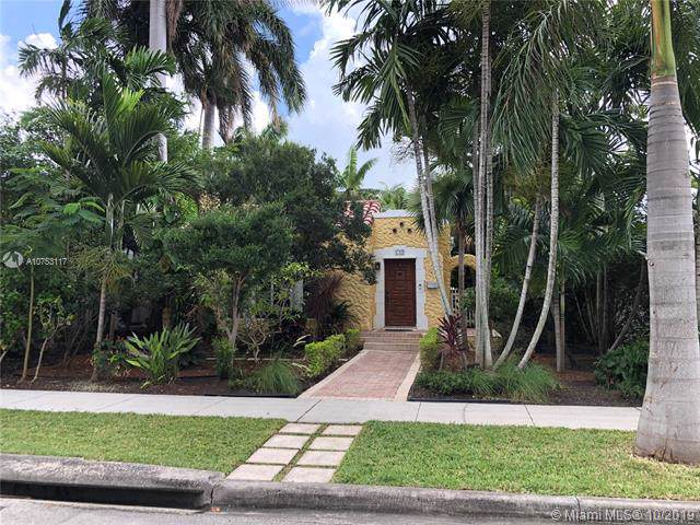 1012 Harrison St, Hollywood, FL 33019 (MLS #A10753117) :: Ray De Leon with One Sotheby's International Realty