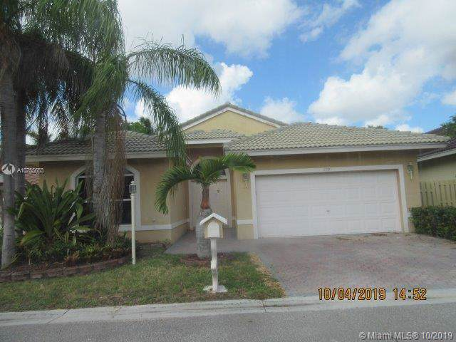 11591 SW 10th St, Pembroke Pines, FL 33025 (MLS #A10755653) :: Patty Accorto Team