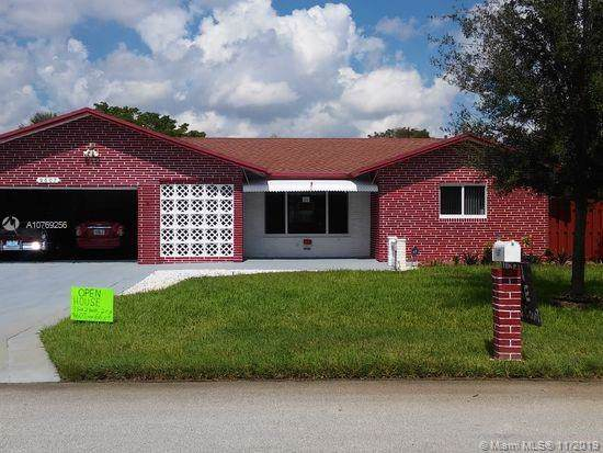 9607 NW 66th Ct, Tamarac, FL 33321 (MLS #A10769256) :: Berkshire Hathaway HomeServices EWM Realty