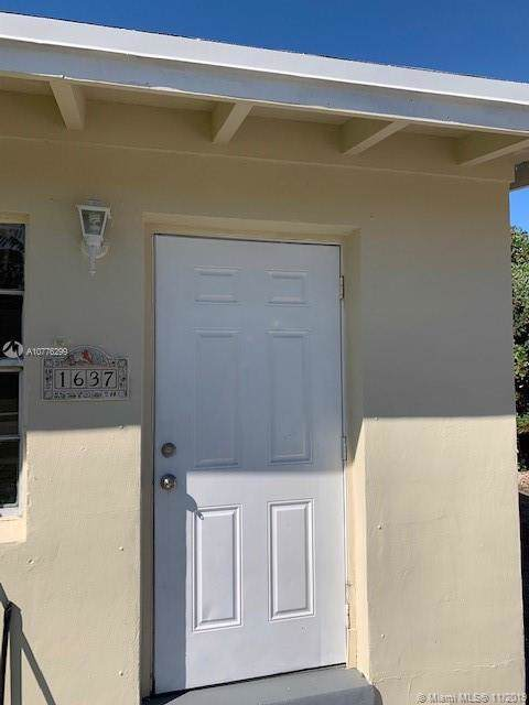 1637 NW 18th Ave, Fort Lauderdale, FL 33311 (#A10776299) :: Dalton Wade