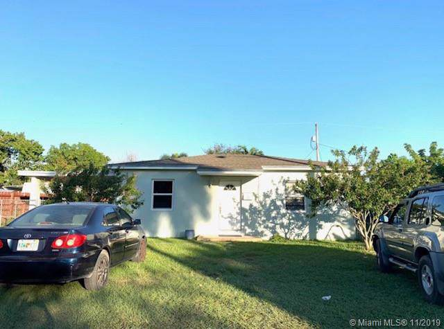 849 NE 4th Ave, Homestead, FL 33030 (MLS #A10776495) :: The Kurz Team