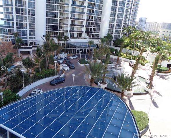 18201 Collins Ave #705, Sunny Isles Beach, FL 33160 (MLS #A10780255) :: The Riley Smith Group