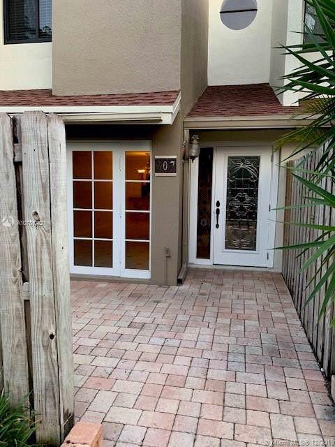 307 City View Drive City View Drive #307, Fort Lauderdale, FL 33311 (MLS #A10781042) :: The Kurz Team