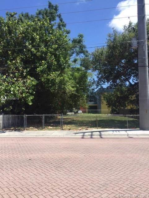5820 SW 66th St, South Miami, FL 33143 (MLS #A10785714) :: The Adrian Foley Group