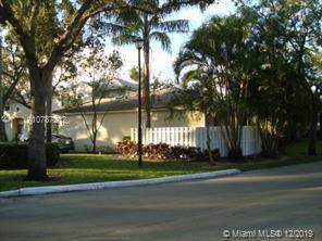 851 NW 98th Ave, Plantation, FL 33324 (MLS #A10787212) :: Laurie Finkelstein Reader Team