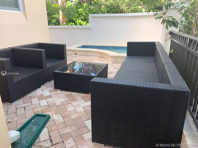 916 NE 17th Way, Fort Lauderdale, FL 33304 (MLS #A10787456) :: Ray De Leon with One Sotheby's International Realty