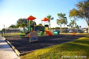 13250 SW 6CT, Davie, FL 33325 (MLS #A10807013) :: Castelli Real Estate Services