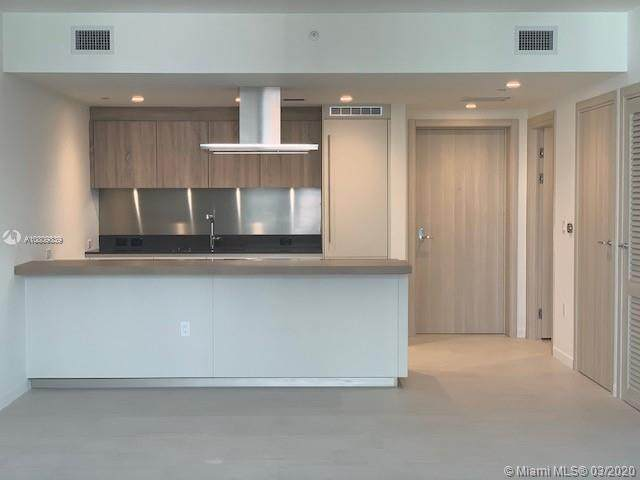 1000 Brickell Plaza #4914, Miami, FL 33131 (MLS #A10809839) :: Berkshire Hathaway HomeServices EWM Realty