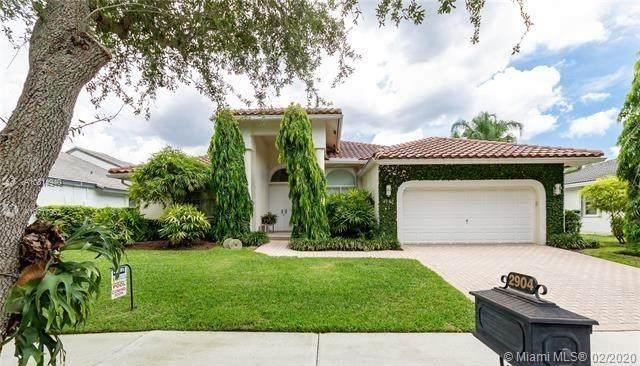 2904 Oakbrook Dr, Weston, FL 33332 (MLS #A10814940) :: Berkshire Hathaway HomeServices EWM Realty