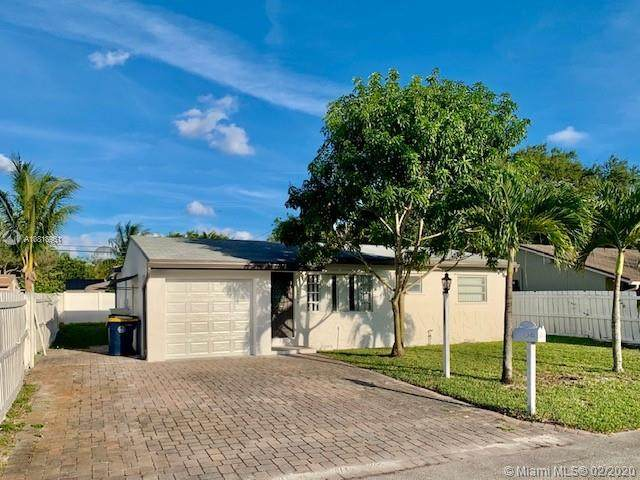 5094 SW 25th Ave, Dania Beach, FL 33312 (MLS #A10818951) :: The Levine Team