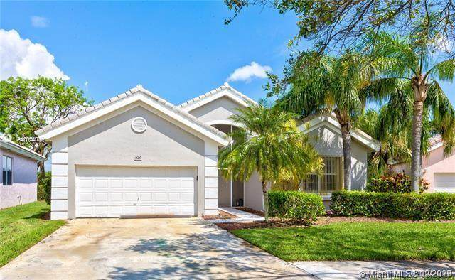 2685 SE 4th Pl, Homestead, FL 33033 (MLS #A10824070) :: Berkshire Hathaway HomeServices EWM Realty