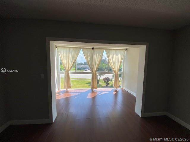 7877 Golf Cir Dr #204, Margate, FL 33063 (MLS #A10826389) :: Berkshire Hathaway HomeServices EWM Realty