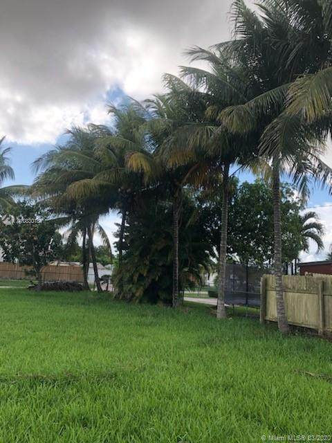 4120 SW 101st Ave, Miami, FL 33165 (MLS #A10830161) :: The Teri Arbogast Team at Keller Williams Partners SW
