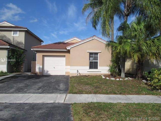 2182 NW 184th Way, Pembroke Pines, FL 33029 (MLS #A10836283) :: The Jack Coden Group