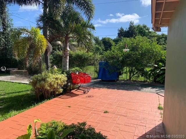 261 NW 144th St, Miami, FL 33168 (MLS #A10837062) :: Albert Garcia Team