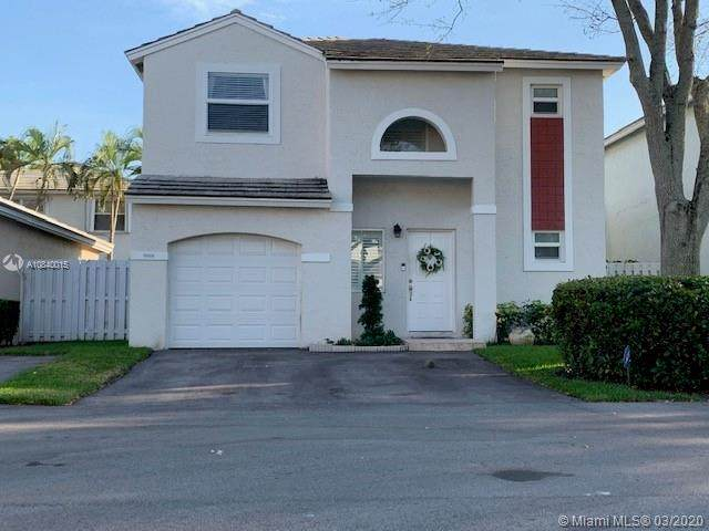 9888 NW 2nd St, Plantation, FL 33324 (MLS #A10840015) :: United Realty Group