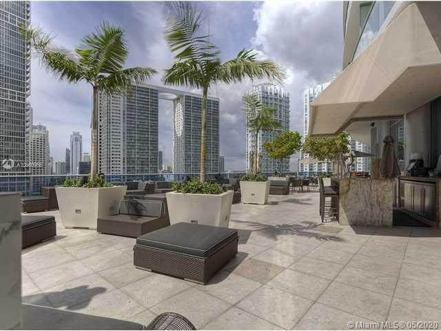 200 Biscayne Boulevard Way #1105, Miami, FL 33131 (MLS #A10860956) :: Berkshire Hathaway HomeServices EWM Realty