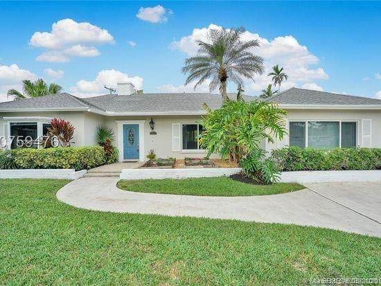 261 NW 11th Ave, Boca Raton, FL 33486 (MLS #A10867225) :: United Realty Group