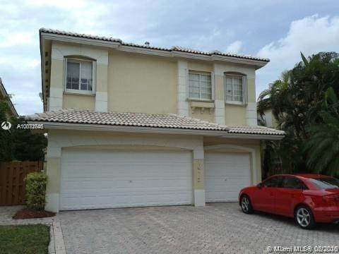 10773 NW 69th Ter, Doral, FL 33178 (MLS #A10871646) :: The Riley Smith Group
