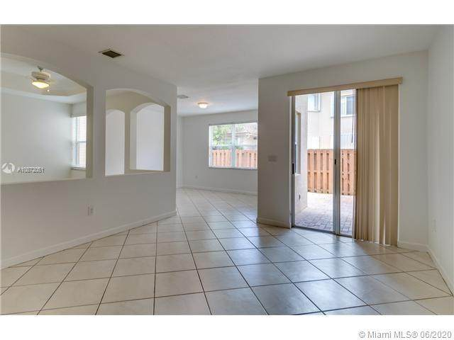 11193 NW 73 ST, Doral, FL 33178 (MLS #A10872051) :: Prestige Realty Group