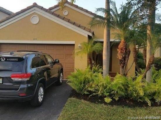 1474 Sabal Trl, Weston, FL 33327 (MLS #A10885052) :: Patty Accorto Team