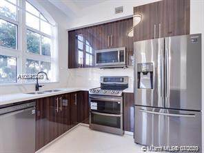 3001 NE 185th St #117, Aventura, FL 33180 (MLS #A10891240) :: Green Realty Properties