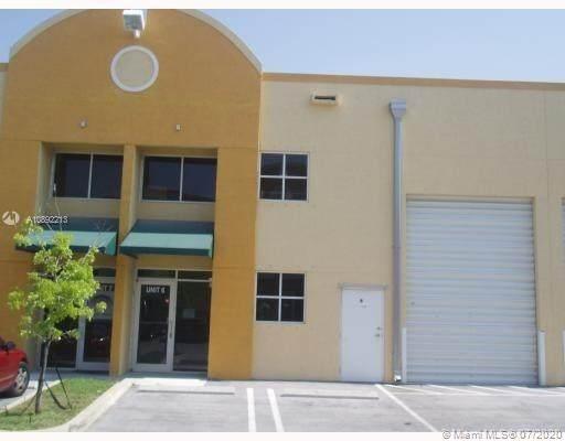 5960 NW 99th Ave Unit 6, Doral, FL 33178 (MLS #A10892213) :: Berkshire Hathaway HomeServices EWM Realty