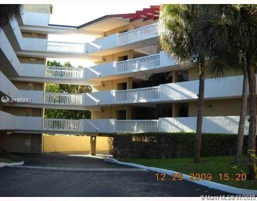 7051 N Environ Blvd #537, Lauderhill, FL 33319 (MLS #A10902032) :: Berkshire Hathaway HomeServices EWM Realty