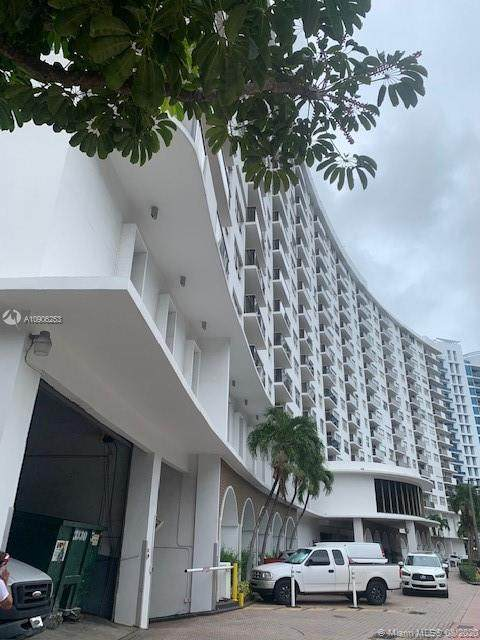 6039 Collins Ave #1528, Miami Beach, FL 33140 (MLS #A10906253) :: The Teri Arbogast Team at Keller Williams Partners SW
