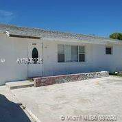 1480 W 32nd St, Riviera Beach, FL 33404 (#A10908321) :: Posh Properties