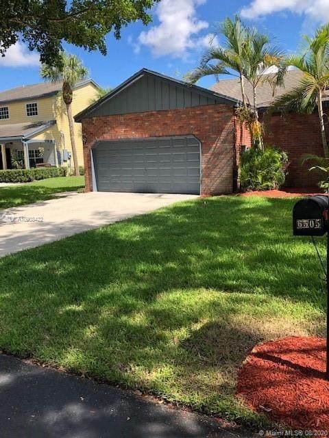 6505 Windsor Dr, Parkland, FL 33067 (MLS #A10908422) :: United Realty Group