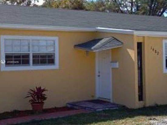 1480 NE 135th St, North Miami, FL 33161 (MLS #A10910415) :: Carole Smith Real Estate Team