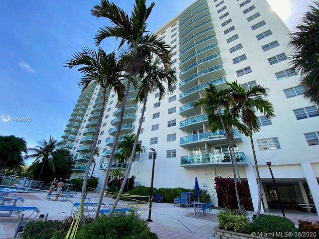 19370 Collins Ave #1605, Sunny Isles Beach, FL 33160 (MLS #A10918363) :: Berkshire Hathaway HomeServices EWM Realty