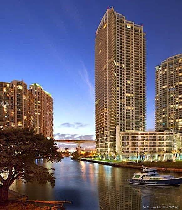 92 SW 3rd St Ph08, Miami, FL 33130 (MLS #A10921094) :: Berkshire Hathaway HomeServices EWM Realty