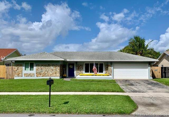 5841 SW 119th Ave, Cooper City, FL 33330 (MLS #A10930551) :: Green Realty Properties