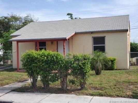 562 W 4th St, Riviera Beach, FL 33404 (MLS #A10931547) :: Berkshire Hathaway HomeServices EWM Realty