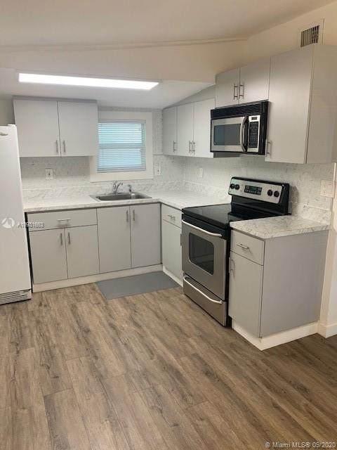 2929 SW 16th Ter, Miami, FL 33145 (MLS #A10931663) :: Berkshire Hathaway HomeServices EWM Realty