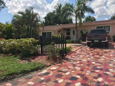 3410 N 72nd Ter, Hollywood, FL 33024 (MLS #A10934298) :: The Howland Group