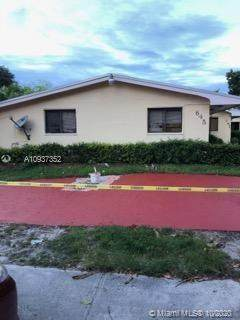 645 NE 151st St, Miami, FL 33162 (MLS #A10937352) :: Berkshire Hathaway HomeServices EWM Realty