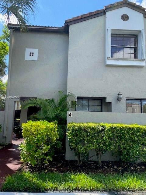 10425 SW 153rd Ct #4, Miami, FL 33196 (MLS #A10943642) :: Berkshire Hathaway HomeServices EWM Realty